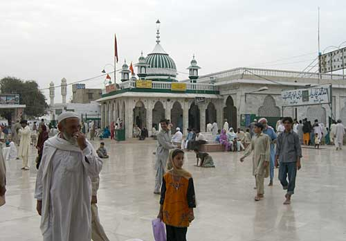 Blast at Baba Farid Shrine in Pakpattan