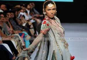 Latest-Pakistan-Fashion-Trand-2012-(AllPakistaniNews.Com)-24