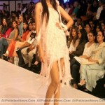 Pakistan-Fashion-Week-2012-(AllPakistaniNews.Com)-46