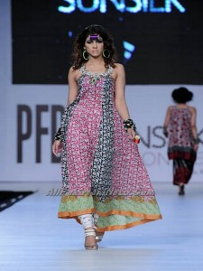 Pakistan-Sexiest-Models-PFDC-Fashion-Week-2012-(AllPakistaniNews.Com)-35