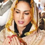 Drama Queen Veena Malik Papercuts (Best of 2012)