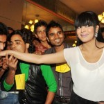 Veena Malik set a World Record 100 Times Kiss in one Minute