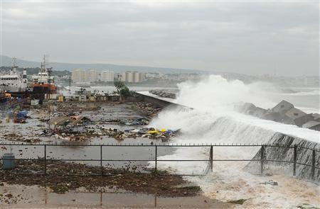 Cyclone Rips into India
