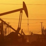 Oil Falls on Prospect of Higher Iranian Exports
